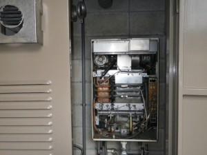 名古屋市瑞穂区 給湯器 交換工事 撤去中