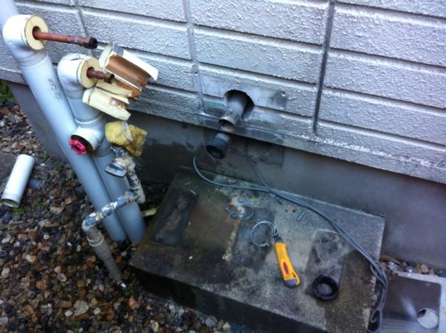 名古屋市瑞穂区 給湯器交換工事 撤去中