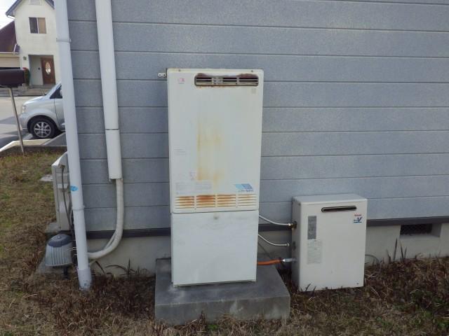 津市 ガス給湯器取り替え工事 施工前