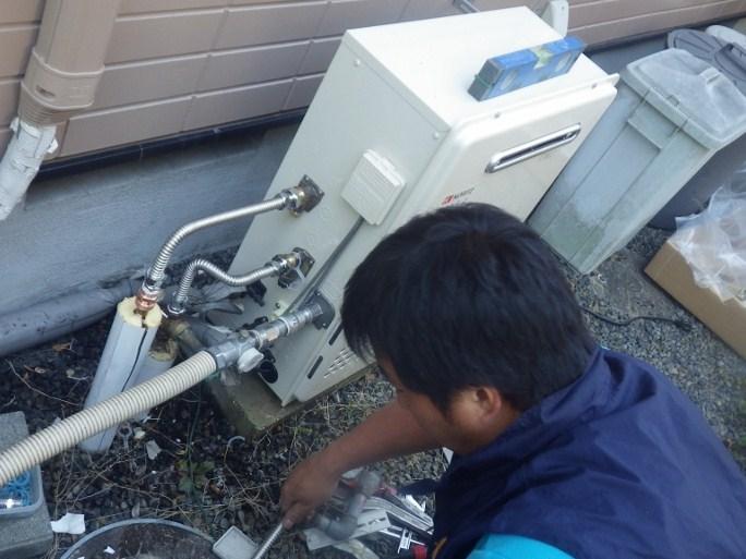 多治見市 ガス給湯器取換工事 設置中